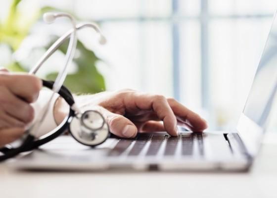medic on computer